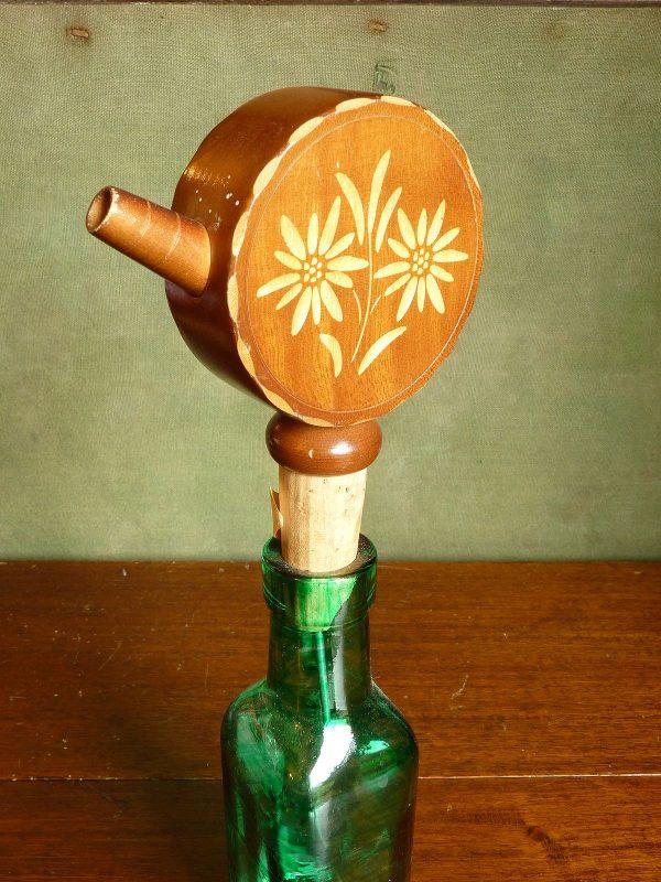 Musical bottle pourer