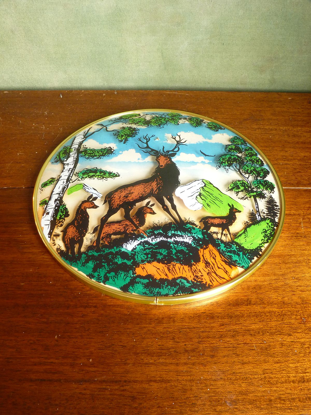 Domed plate with stag