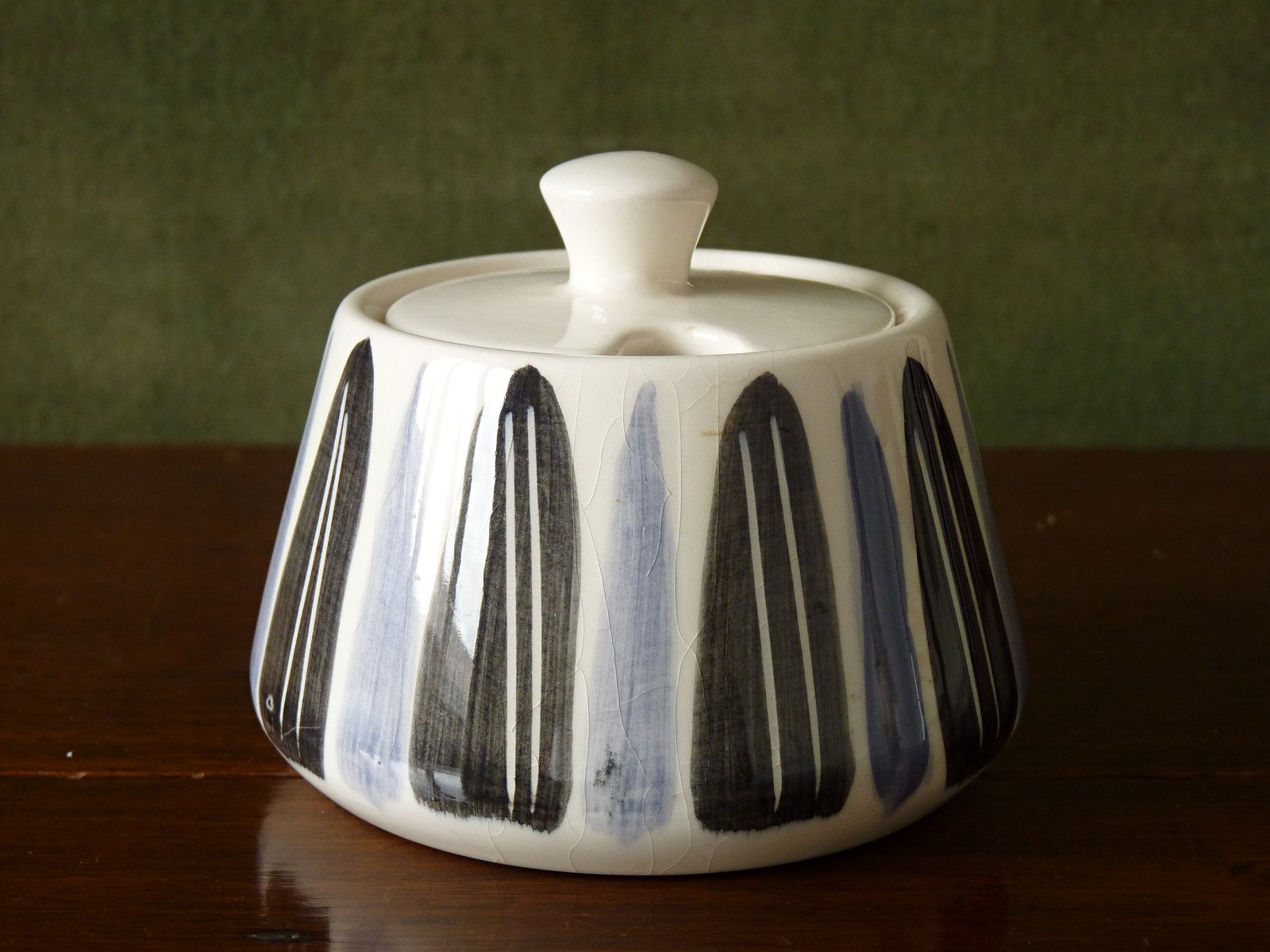 Prinknash sugar bowl