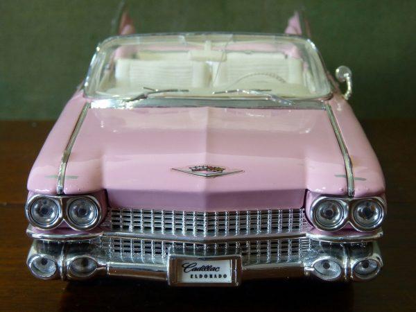 Maisto 1:18 Pink Cadillac Biarritz Eldorado 1959