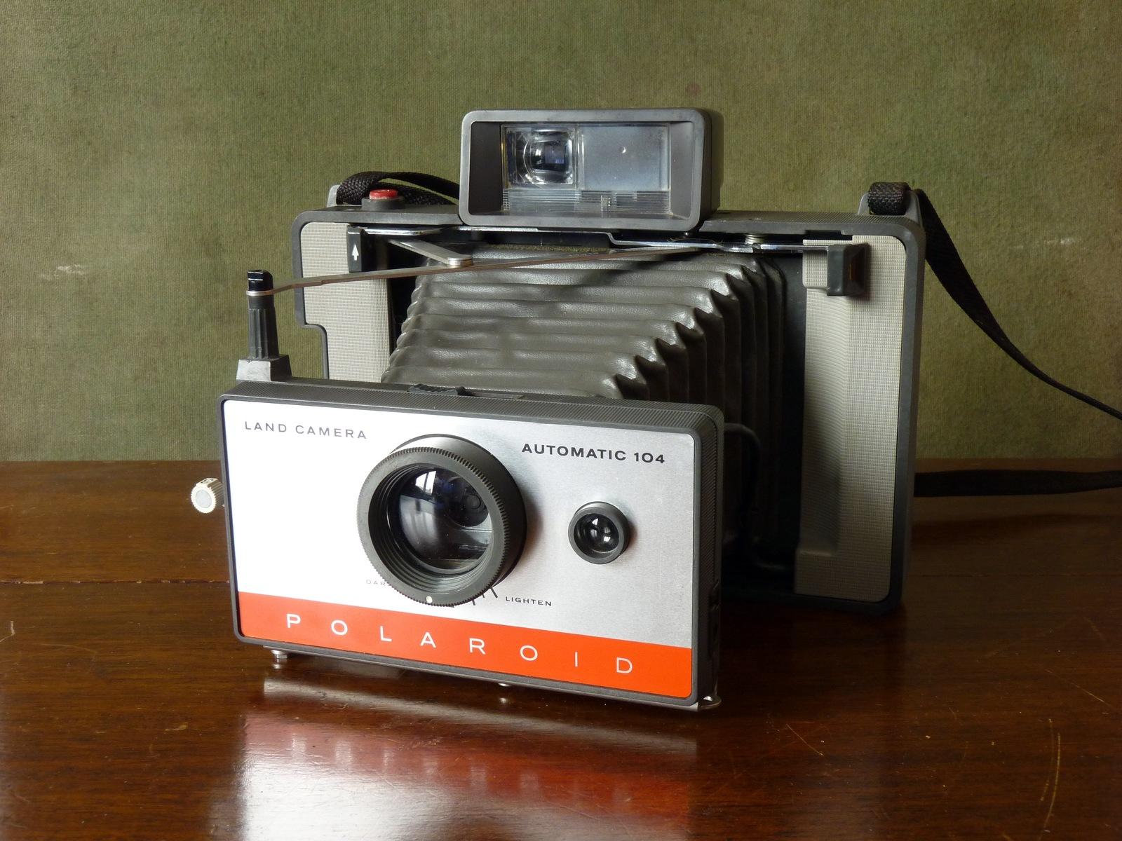Polaroid Land Camera Automatic 104 (1965)
