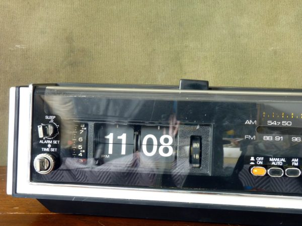 Prinzsound DC16 Flip Clock with AM/FM Radio and Alarm
