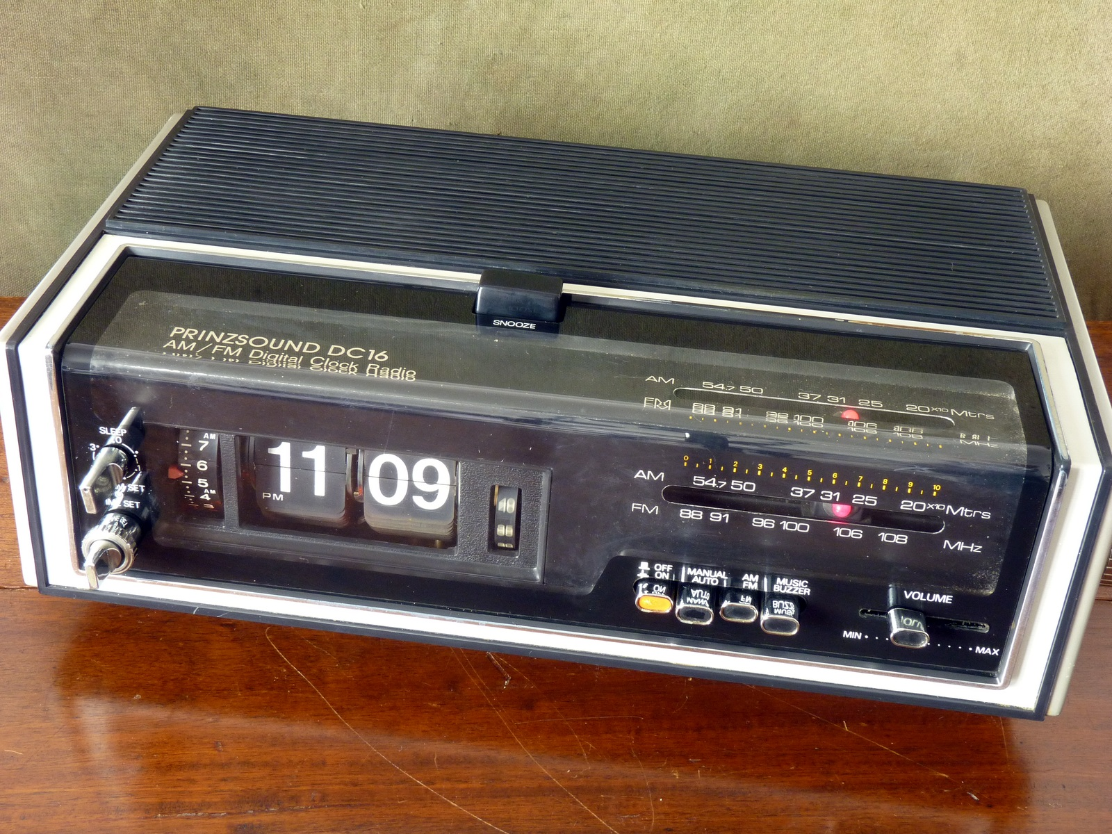 Prinzsound DC16 Flip Clock with AM/FM Radio and Alarm