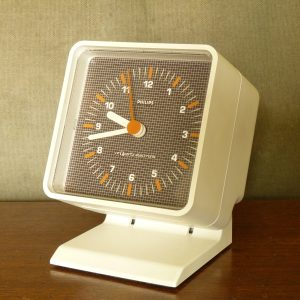 Space-Age Style Philips HR5580 Clock