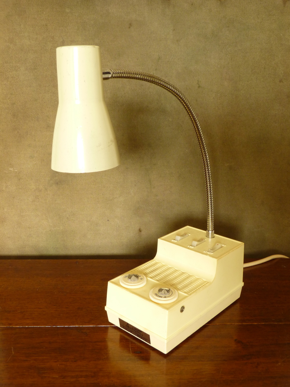 Vintage Solid State AM Radio / Lamp made by Audition